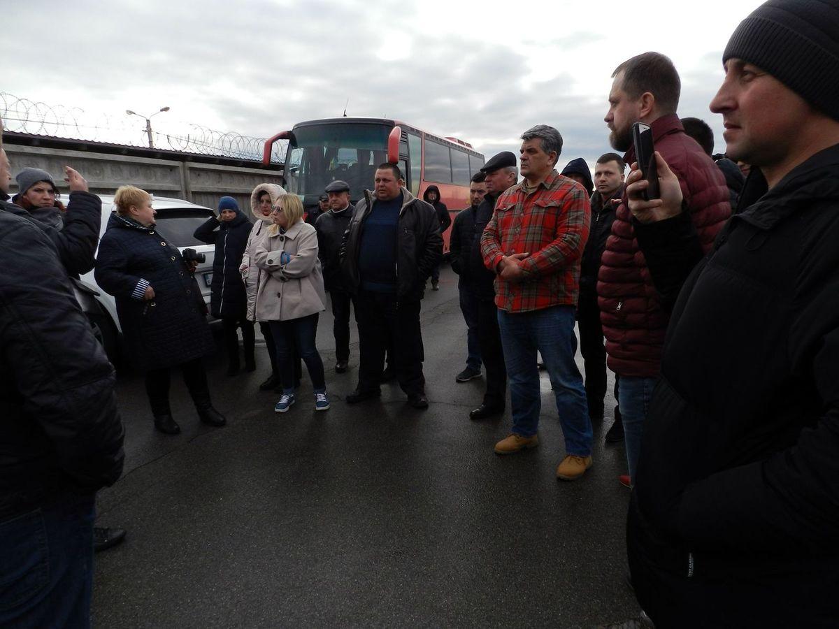 Общественность обсуждает визит на ферму