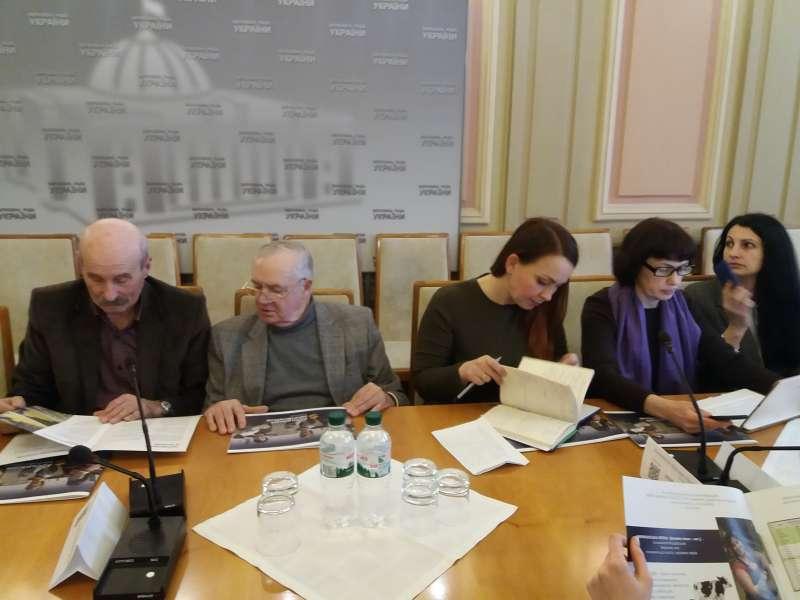 С.Литвиненко лично ознакомился с производством меха на ферме по разведению норок под Киевом