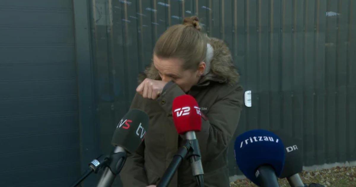 Премьер-министр Дании Метте Фредериксен расплакалась и извнилась после посещения норковой фермы